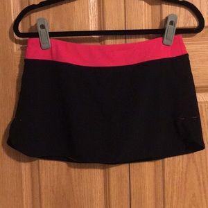 LuLulemon skirt w/shorts (size 6).